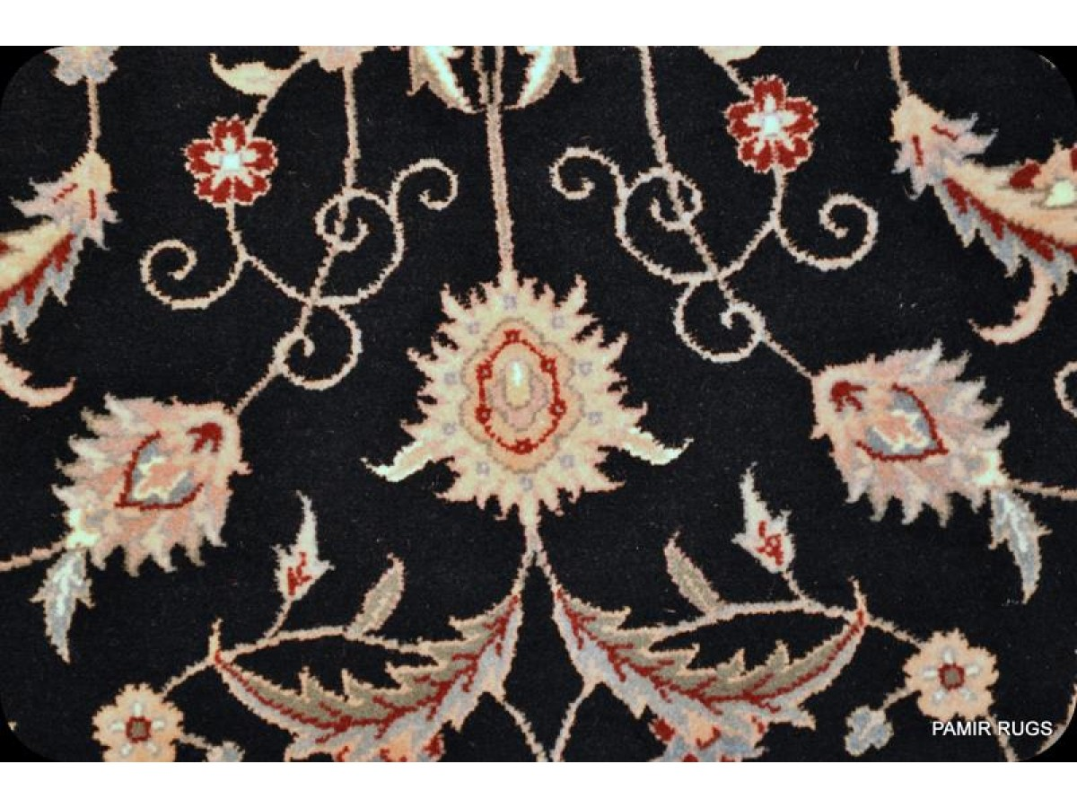See Hundreds New Amp Antique Persian Oriental Rugs On Sal At