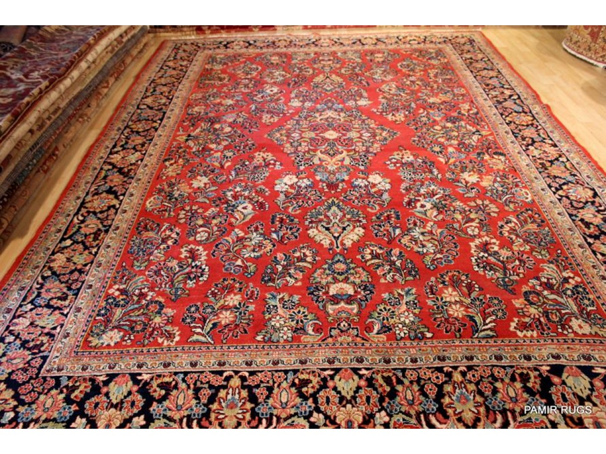 Elegant Persian Sarouk Rug Made Out Of 100 Natural Wool